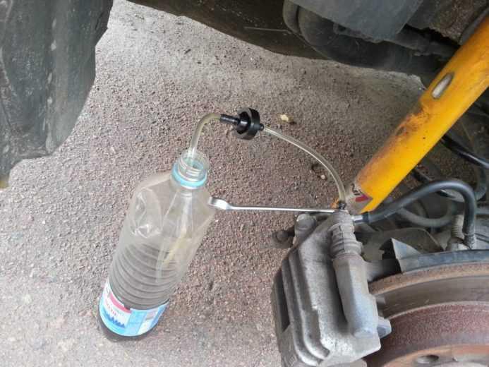 прокачка тормозов через бутылку