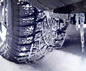 часть колеса в снегу