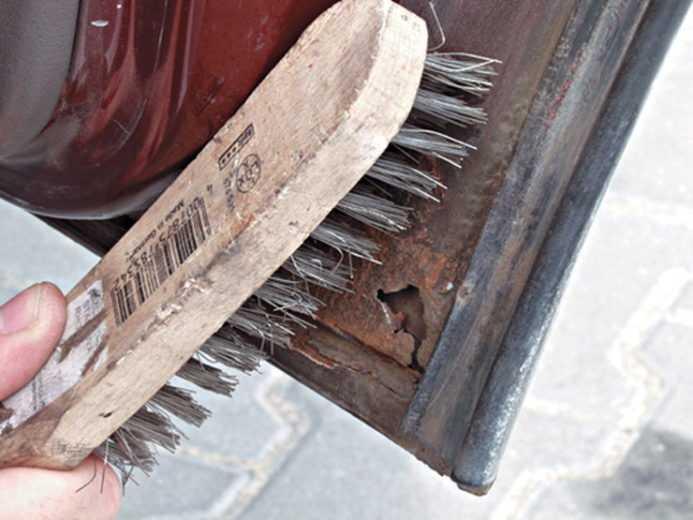 железная щетка для чистки ржавчины
