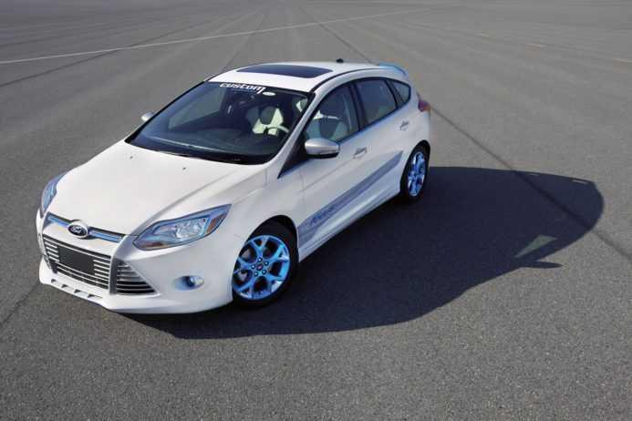 белый форд с красивыми дисками