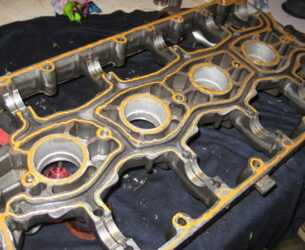 элемент двигателя с нанесенным герметиком