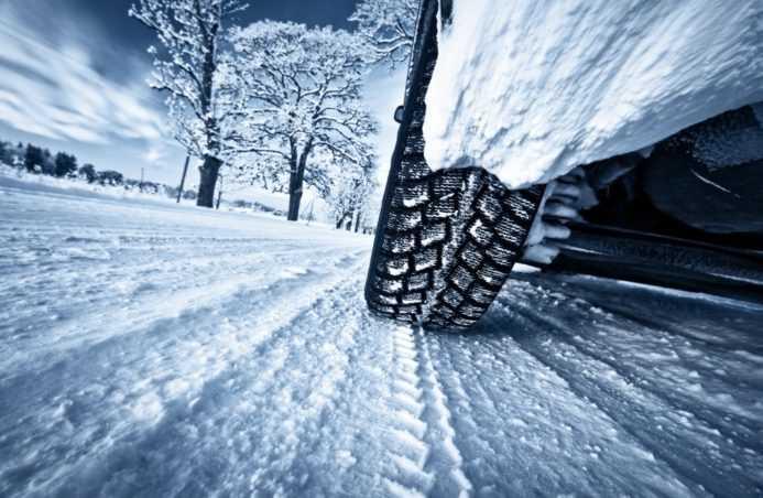 фото колеса на машине в движении зимой