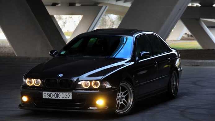 Снятие и установка тормозного диска-суппорта переднего тормоза BMW 5 (E39)