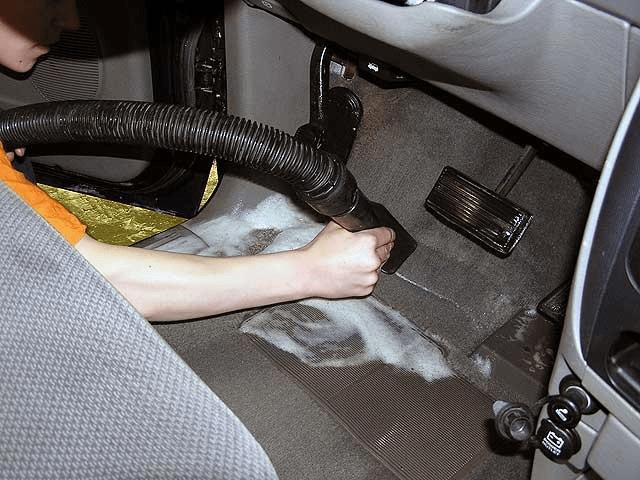 Чистка пола авто